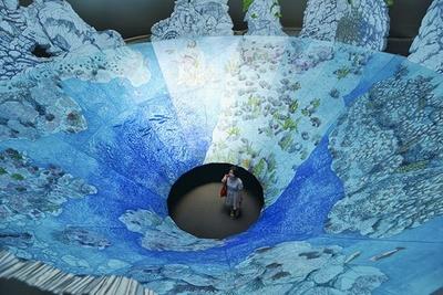 康夏奈さんの作品。インスタレーションビュー「花寿波島の秘密」