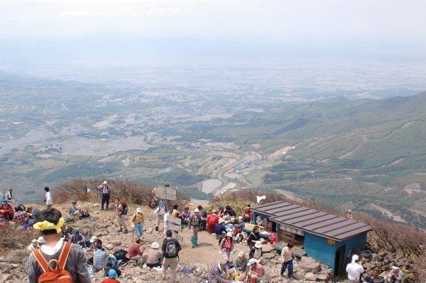 湖水浴だけでなく磐梯山や安達太良山で登山も楽しめる