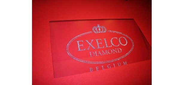 600カラットのダイヤモンドのレッドカーペット