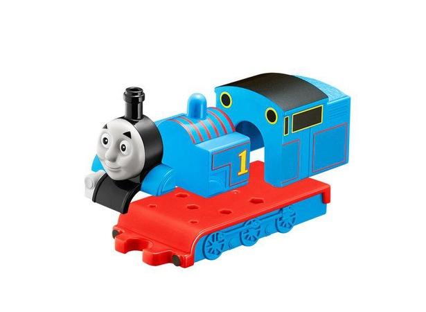 【写真】トーマスのおもちゃ、上手に組み立てられるかな?