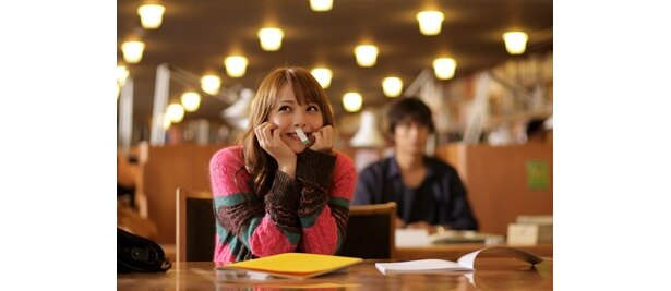 谷原章介演じる大学教授・光輝と出会い、切ない恋が始まる