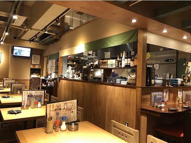 居酒屋 あまや鳥 / 和牛のもつ鍋や、福岡市内産の野菜の和風のりサラダなどもある