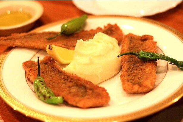 仏蘭西料理ときかわ / 「活穴子のフリットレムラードソース」(1980円)。「伊崎のアナゴ」は骨が気にならない口当たりの穴子、と各料理店の引き合いが高い福岡市産の魚