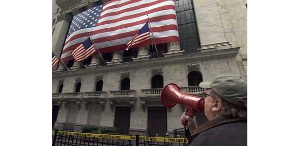 『キャピタリズム マネーは踊る』で、アメリカの資本主義の弱点に斬りこんだ、ドキュメンタリー映画界の革命児マイケル・ムーア