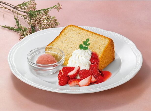 ドリンクメニューと楽しめる「紅茶のシフォンケーキ~苺のソルベ添え~」