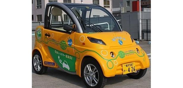 ECOレンタカーKOEIでレンタルできるイタリア車のジラソーレ。2人乗りで、トランクルームに荷物も入れられる