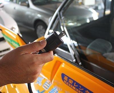 電気自動車の内部はこうなっている!こんなコンセントで充電