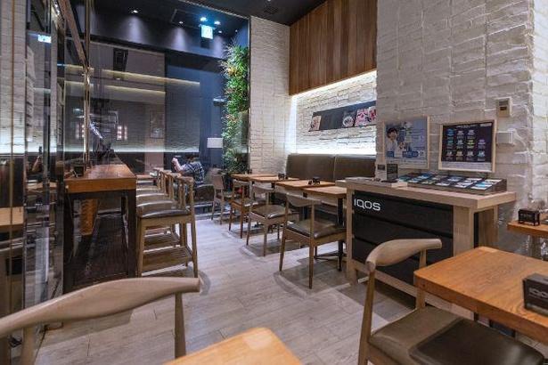 カフェチェーンの加熱式たばこ専用喫煙室