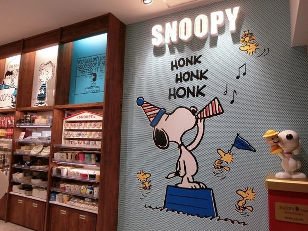 30店舗目となる心斎橋パルコ店。入り口の壁には大きなスヌーピーのアートが!