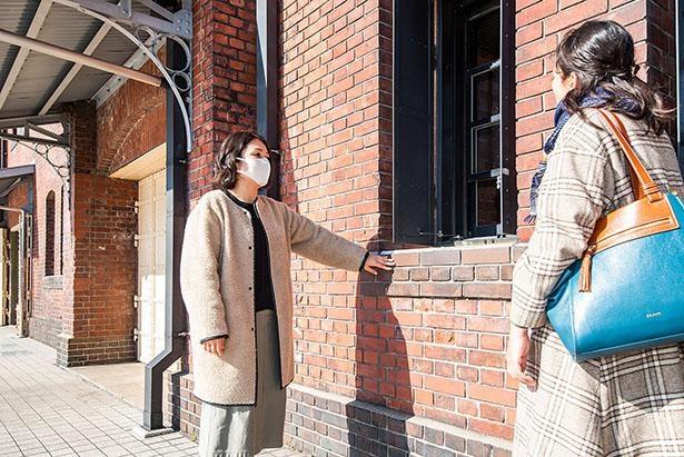 横浜赤レンガ倉庫の広報の木村理紗さんが特別に解説してくれた