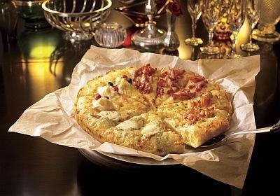 1枚でフルコース料理が楽しめる「プレミアム チーズファンタジー スーパーリッチ・クワトロ」