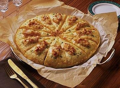 魚料理には「オマール海老のアメリケーヌソース」のピザが