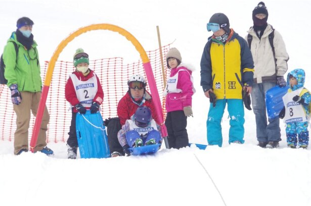 自然の地形を利用したスキー場のソリゲレンデのため、微妙な傾斜があり、滑走していくコース取りが重要