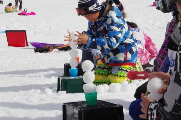 「雪玉アイスタワー選手権」は2015年から続く人気のイベントだ