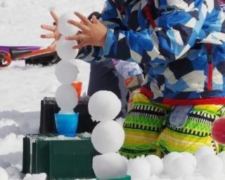 スキー場で競う、群馬県利根郡みなかみ町で「雪玉アイスタワー選手権」と「ソリリンピック滑走距離大会」が開催中