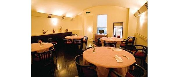 老舗の一軒家レストラン「Ristrante VERITA」。1階では創業当時から腕を振るうシェフの調理姿を間近で見られる
