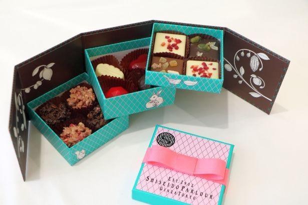 「京橋千疋屋」(エキュート品川 サウス)の「ショコラ・フレーズ3個入」。こちらは、みずみずしいイチゴとチョコレートが奏でる期間限定商品
