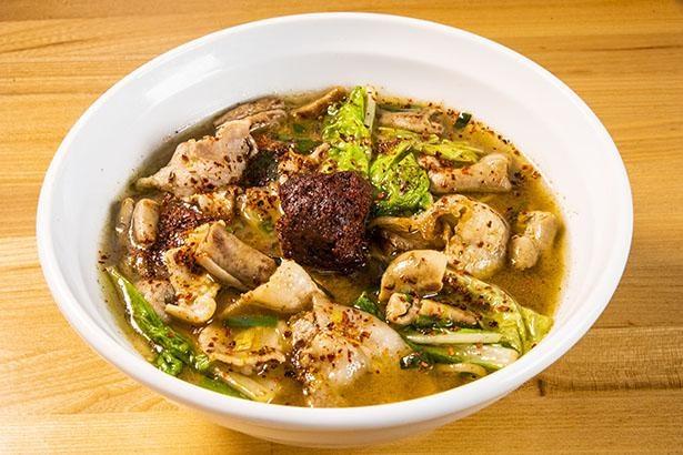 「拉麺大公」が放つニンニク、ホルモン、ニラなどを入れた辛旨麺!