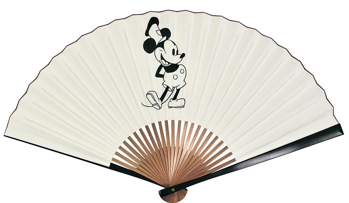 宮脇賣扇庵からは1928年のミッキーマウスやミニーマウスを描いた扇子(6800円)も (C)  Disney