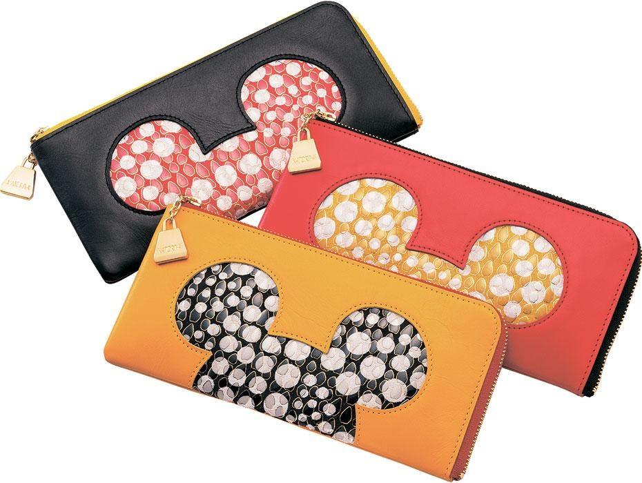 1886年に祇園で創業した香鳥屋は和装小物の店。ミッキーマウスのデザインをあしらったL型ファスナーウォレット(2万7000円)は、もちろん洋装にも使える (C)  Disney