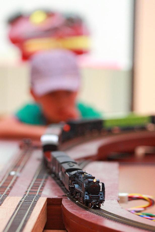 【写真】HOゲージの鉄道模型でSLを走らせるイベントも同時開催