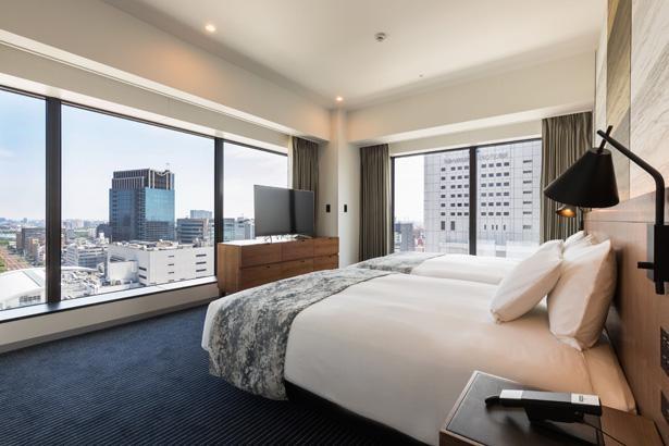 「ホテルメトロポリタン 川崎」のスイートルーム。最上階の16階に位置し、広さは60平方メートル。大型テレビと抜群の音響設備を備えている