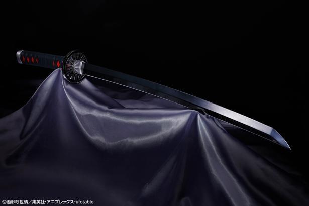 クリア塗装やメタリック塗装で、「漆黒の刃」と「金属の刃のような輝き」の両立を実現