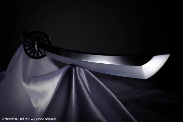 炭治郎の日輪刀の特徴である漆黒の刃。実在しないため参考にできるものがなく、立体化に苦労したのだそう