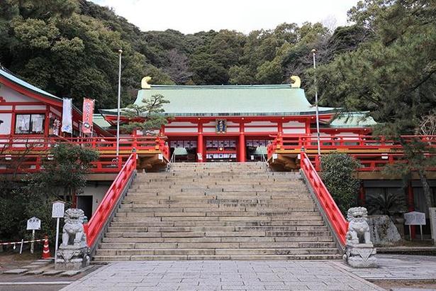 「赤間神宮」の拝殿。境内には凛とした空気が流れる