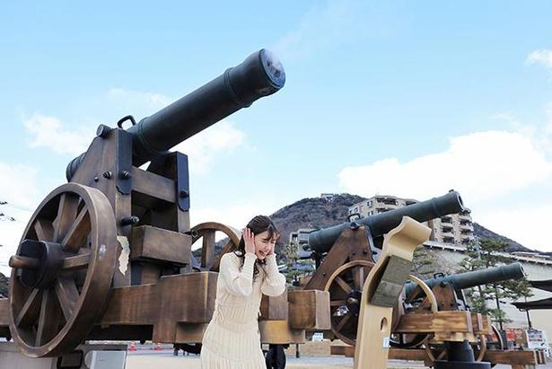 砲台に設置されたコインボックスに¥100を入れると、砲撃音とともに砲身から煙が噴き出す仕組み