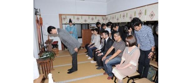 """「劇場版""""文学少女""""」のヒットを祈願して、都内・麻布氷川神社でおはらいが行われた"""