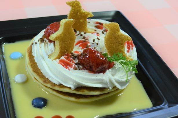 パンケーキの生地で作られたペンギンのトッピングがかわいい、わいわい☆pen・pen ペンケーキ580円(税込)。1日10食限定なのでお早めに