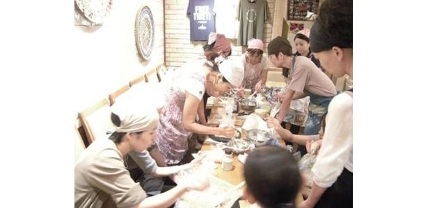 """from Earth Cafe """"OHANA""""のワークショップ、「ナチュラルスイーツ・ワークショップ」。11月のメニューは、ふわふわスポンジのクリスマスケーキ"""