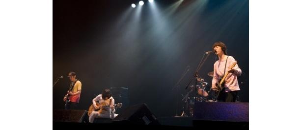 10/12に「京都府立文化芸術会館」で行われたライブより