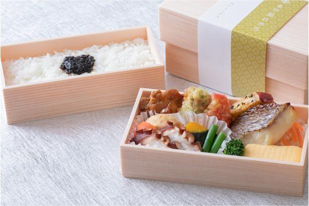 日本全国のご当地食材と自慢のごはんが一度に味わえるお弁当も。第一弾は兵庫県明石市とコラボした、「地のもん」明石 海の幸弁当1680円(税込)