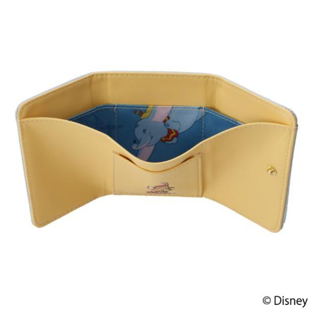財布の裏地には空を飛ぶダンボがの姿が!