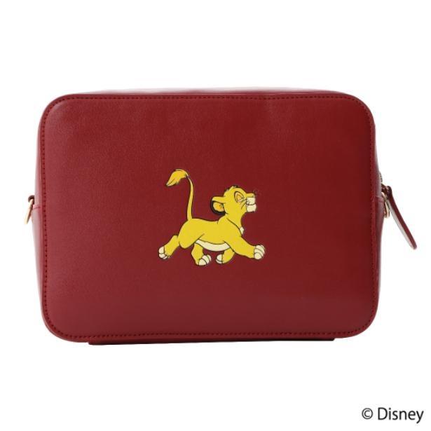 『ライオン・キング』デザインのクロスボディバッグ。表面にはかわいらしいシンバ