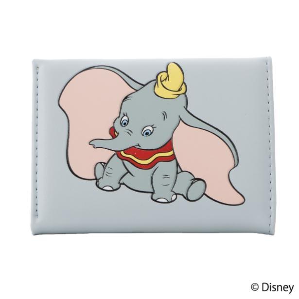 『ダンボ』デザインの三つ折り財布は、ダンボの目の色をイメージした淡いブルー