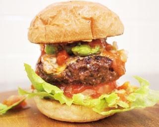 「淡路牛100%メキシカンバーガー」(1296円)。/サンセットビューホテル けひの海 カフェ「空」