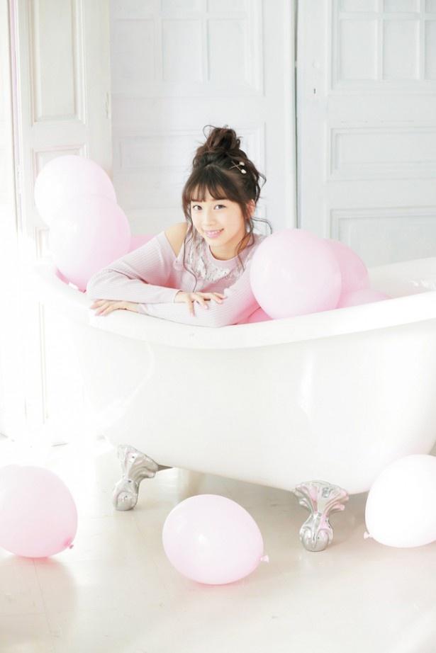 モー娘。まりあ(牧野真莉愛)がファッション誌「LOVE berry」の専属モデルに決定し、初の単独表紙に大抜擢された