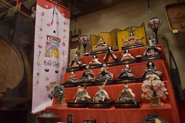【写真】江戸から昭和の時代に作られ、家庭で大切に受け継がれてきたお雛さまを観賞できる
