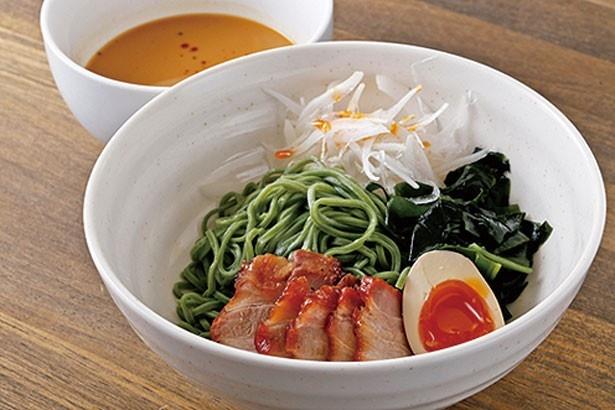 由良産のワカメをたっぷり使った「ひすい坦々冷麺」(900円)/たねさん's Kitchen