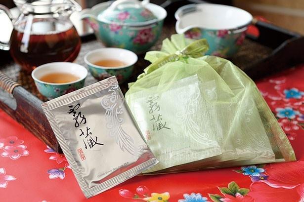 台湾凍頂烏龍茶「露蔵」(5パック入り900円)。最初に烏龍茶の栽培が始まったと言われる台湾の凍頂山の最高級の茶葉を使用/Feeling tea マルシェ