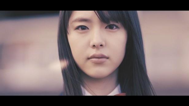 唐田えりかは、片思いする切ない女の子を演じる