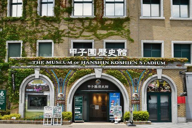 阪神甲子園駅から徒歩5分。阪神甲子園球場の外周16号門横に位置する