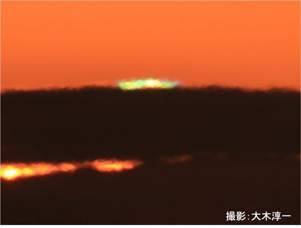 """日の出直後や日の入り直前の太陽の光が、緑色に輝いて見える""""グリーンフラッシュ"""""""