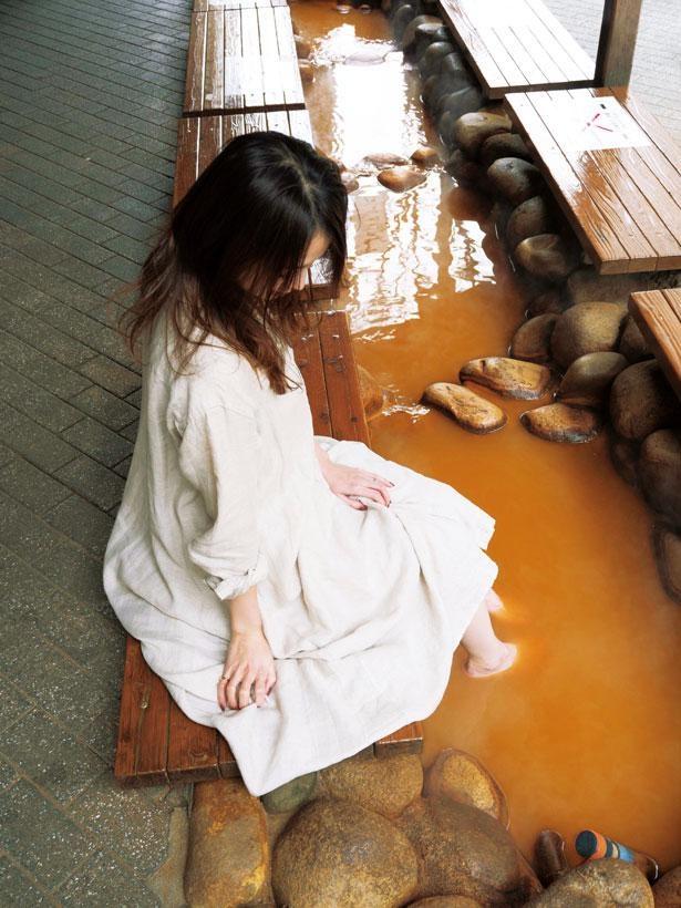 有馬温泉街にある金の湯では無料の足湯が楽しめる