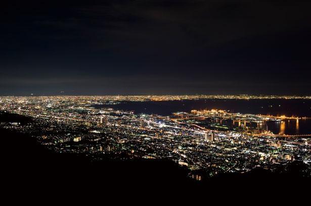 日本三大夜景の一つに数えられる摩耶山・掬星台の夜景