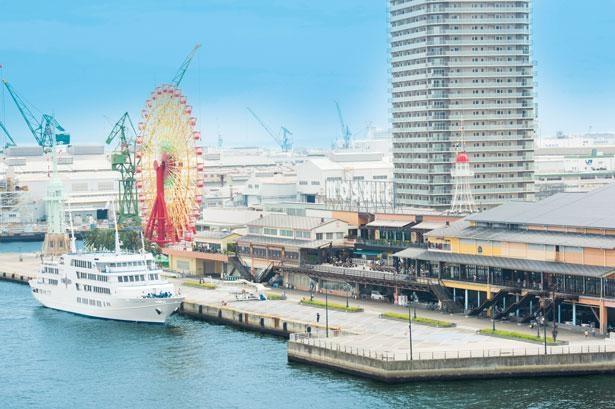 海沿いにあるモール街・神戸ハーバーランドumie モザイク