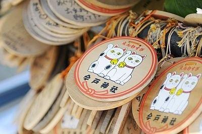 今戸神社の「祈願絵馬」(700円)。神様に成就を報告する成就絵馬(700円)も祈願絵馬と変わらないほど奉納されていて、そのご利益の高さがうかがえる